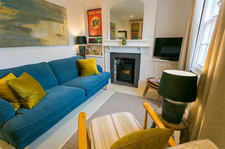 Sleeps 4 Seagull Cottage Beaumaris, CLOSED FOR NOW