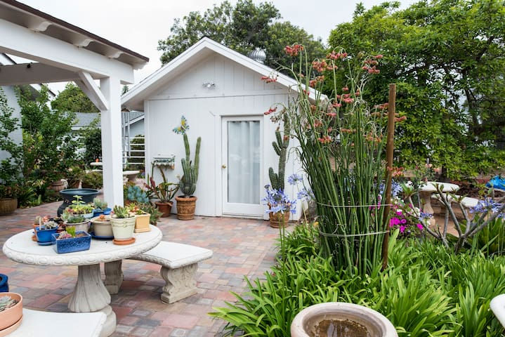 Cottage with a bathroom, Kitchenet & patio - Bonita - Bungalo