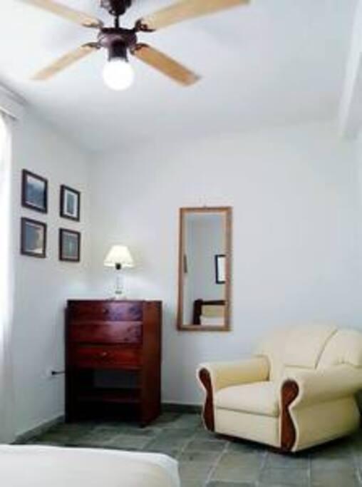 Habitación 3. 1 cama full size con baño compartido,  capacidad máxima 2 pax.