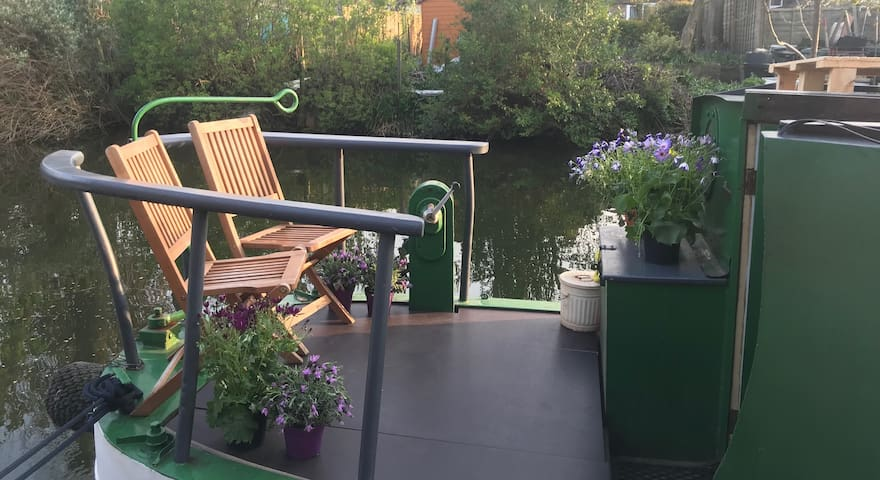 Beautiful narrowboat in the heart of London