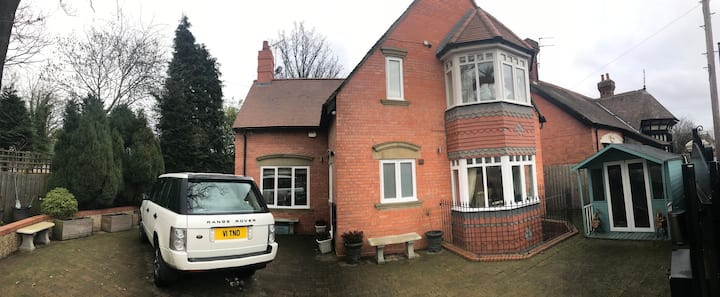 Charming detached house, minutes from everything!