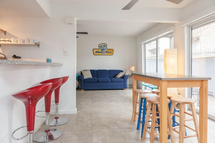 Cozy Value Space w/ Pool - 2 Bath - Minutes to DT