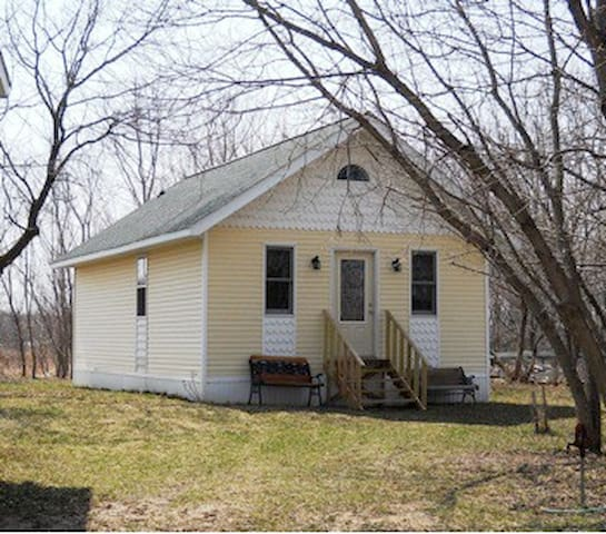 Quiet Cottage in rural farm country - Muskego