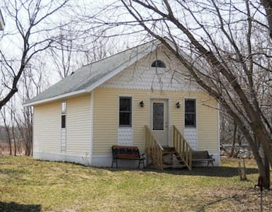 Quiet Cottage in rural farm country - Muskego - Bed & Breakfast