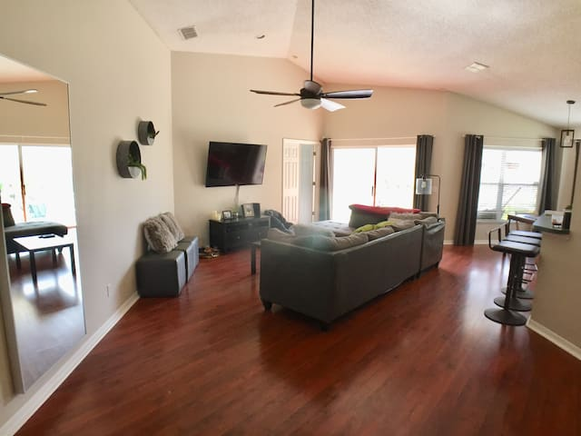 Awesome Home Conveniently Located 3/2 -Entire Home