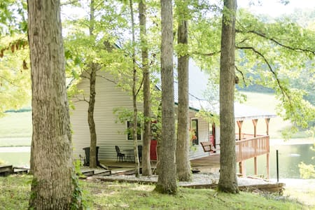 The Lake House/Cabin is a hidden gem (Sleeps 4)