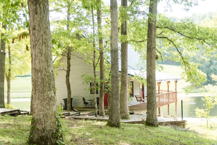 The Lake House/Cabin is a hidden gem (Sleeps 4)
