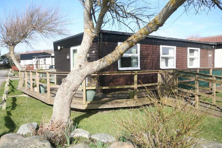 10A Medmerry Park 2 bedroom Chalet with WiFi