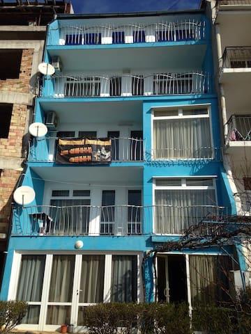 Сдаеться апармент - Burgas - Bed & Breakfast