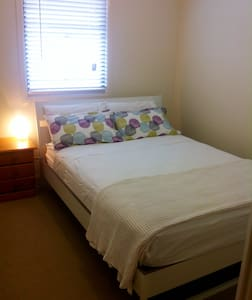 Private room in fantastic location - Annerley - Ház