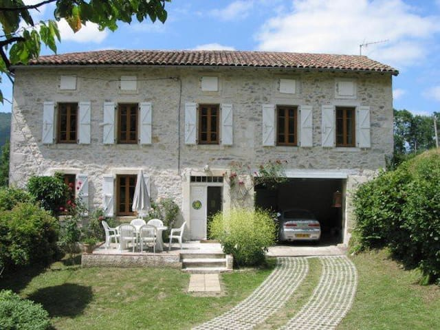 Maison D'isabé -Weekly Rental Saturday to Saturday - Arguenos - House