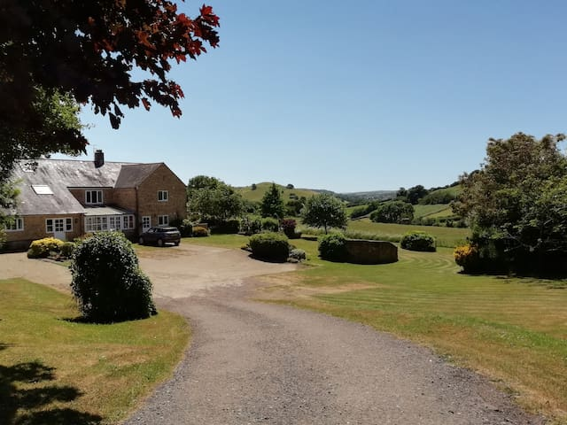 Countryside Self Catering Cottage near Bridport