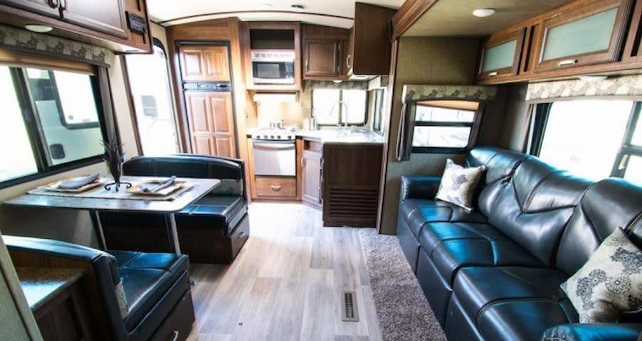 2016 Dutchmen Denali 26' Travel Trailer - Queen Creek - Camper/RV