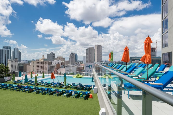 ★ Gorgeous 2BR w/Pool, Free Ride to Cruise Line!