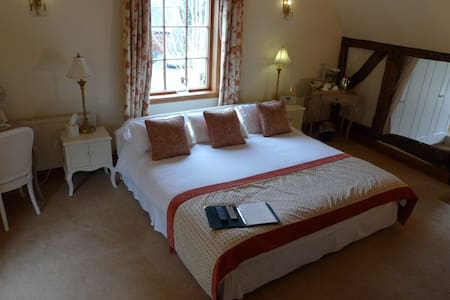 The Manor...Near Zoo,Chester,North Wales,and more. - Mickle Trafford - Hus