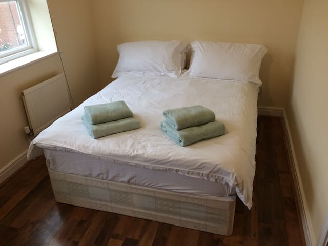 Double bedroom with private en-suite bathroom
