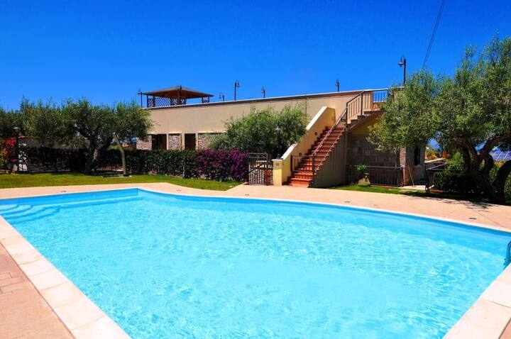 VILLA LUX with swimming Pool