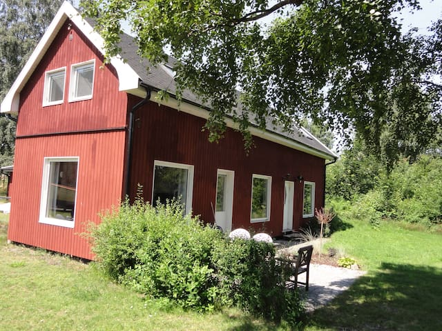 Lovely cottage close to sea, Lund and Malmö - LOMMA - Huis