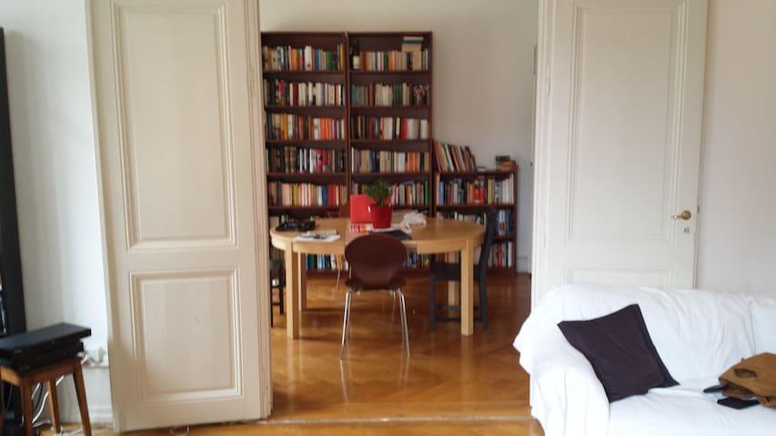 Bedroom in classic town flat - Genebra - Apartamento