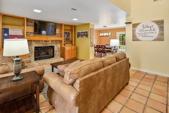 Rustic Smart Home - 6 minute drive to Kyle Field