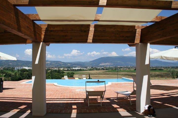 Appartamento con piscina vicino Perugia e Assisi