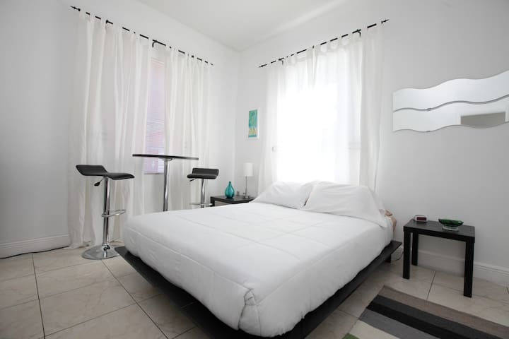 Studio Suite in Historic Miami With Parking - Miami - Casa