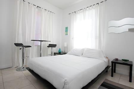 Studio Suite in Historic Miami With Parking - Miami - House