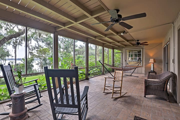 Lakefront Florida Apartment w/ Boat House & Kayak!