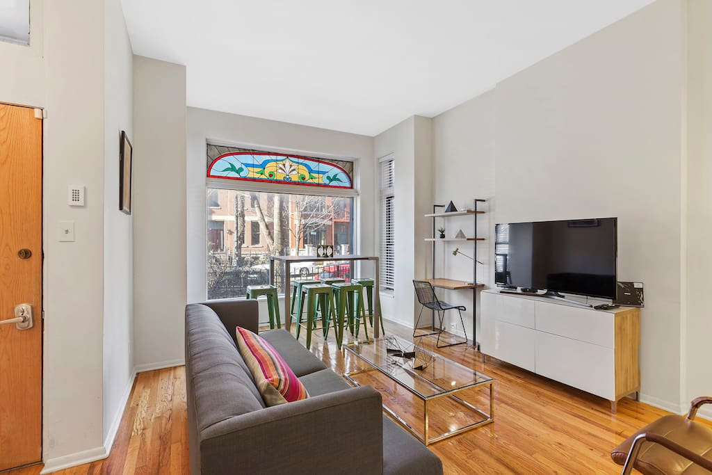 Spacious 4 Bed 3 Bath Heart Of Lincoln Park Apartments
