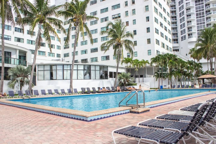 Oceanfront Studio Sleeps 4 with Kitchenette  10 min from South beach