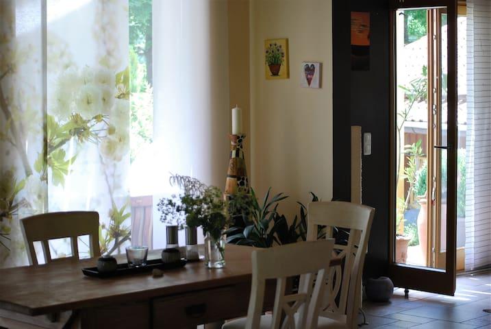 Abgeschlossene Wohneinheit im freistehenden Haus - Weyarn