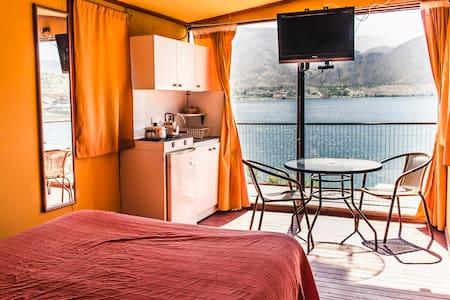 Cabaña matrimonial frente al Lago en Elqui