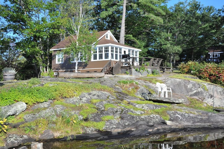 The Loon  Muskoka - TeaLakeCottages - Coldwater - Haus