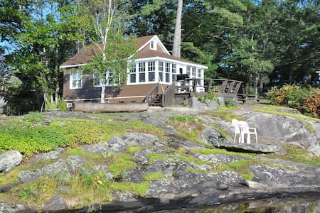 The Loon  Muskoka (Lakefront) - TeaLakeCottages