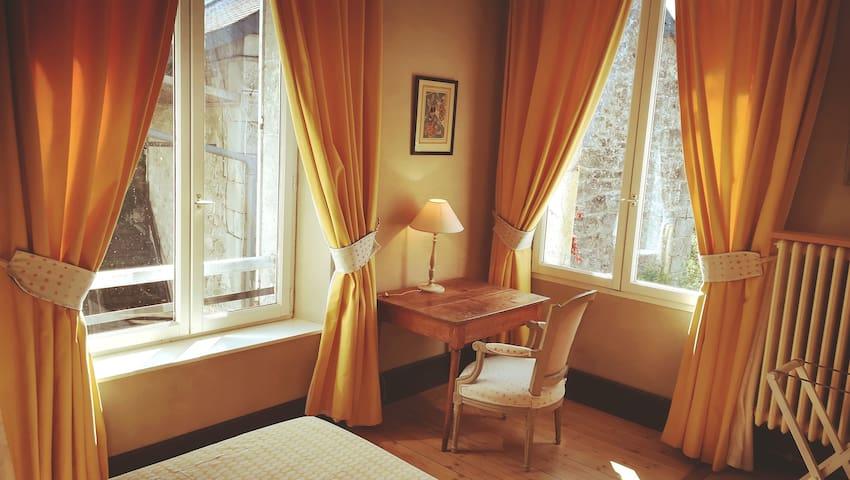 Verdonne :  La chambre d'Eugénie.