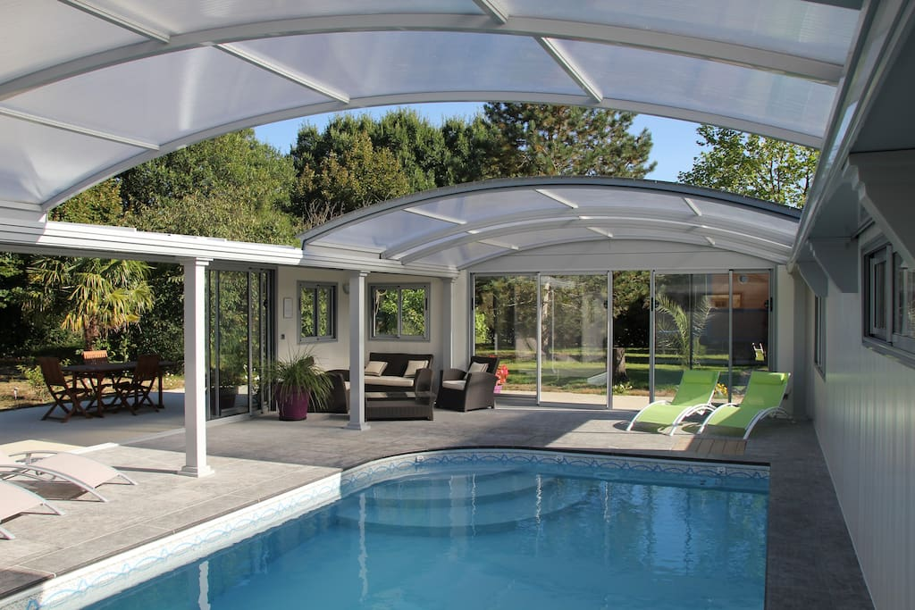 Roulotte piscine couverte chauffee spa saumur doue for Prix dome piscine