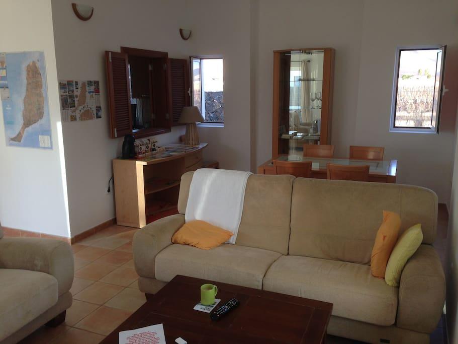 Living room - Coffe and planning furniture / Salón con el mueble del café para planificar