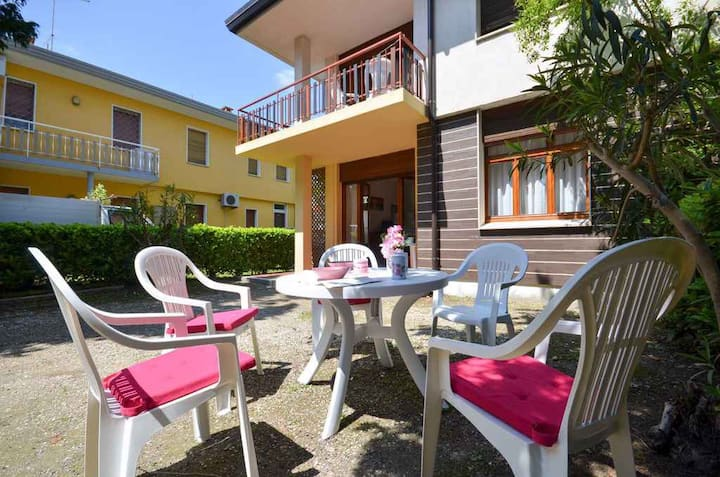 apartment for 5+1 persons in Bibione R25752