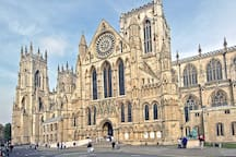 10 Minutes Walk to York Minster through the city centre