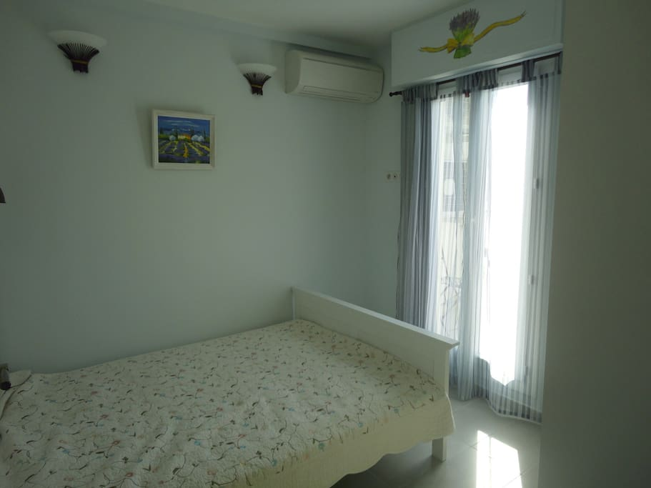 Small bedroom: double bed (140х200) with a comfortable matrass, reading-lamp, spacious wardrobe.