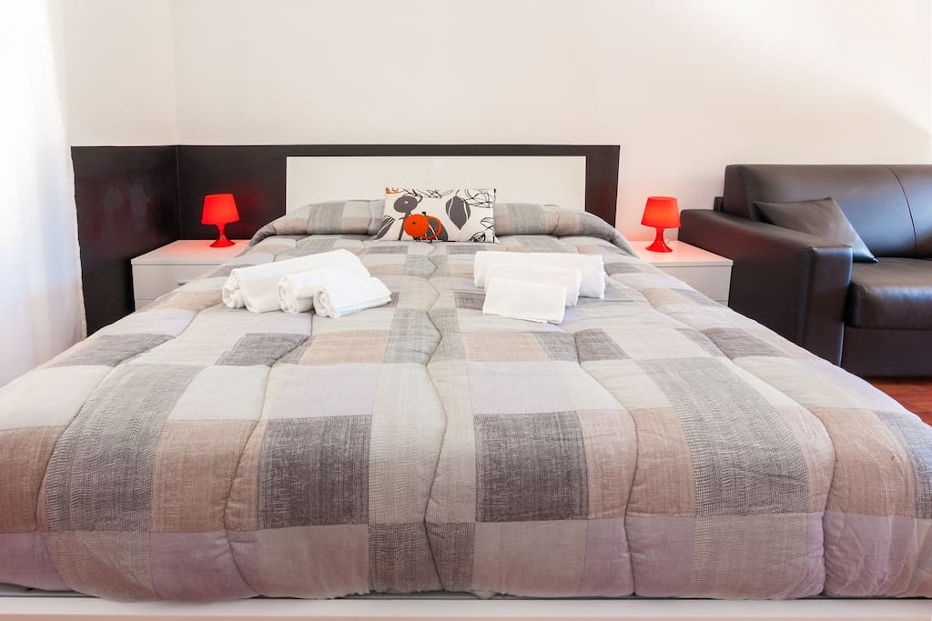 letto matrimoniale biancheria inclusa bed sheets included