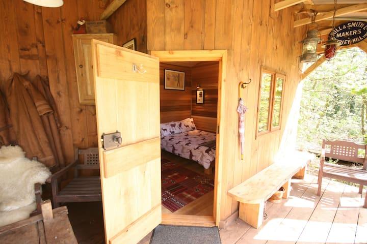Entire Lodge at Chained Oak B&B - Alton