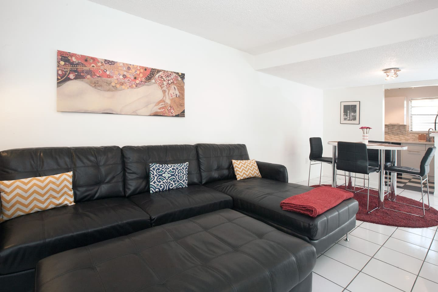 Located RIGHT in the heart of all South Beach has to offer, this spacious apartment comfortably sleeps 6 with 2 Bedrooms and 2 Bathrooms plus a sofa that sleeps 2!