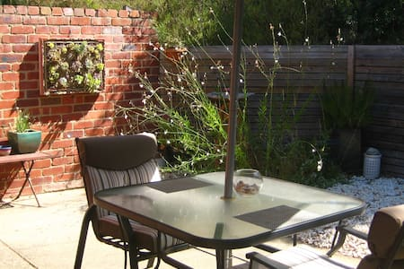Torquay B&B with separate entrance and courtyard - Torquay - Bed & Breakfast