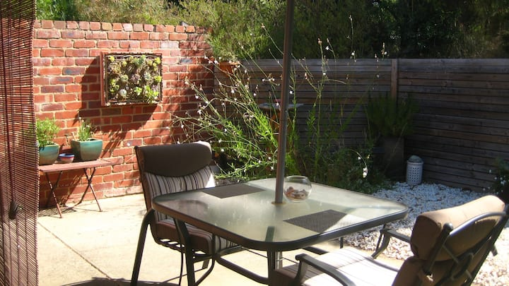 Torquay B&B with separate entrance and courtyard