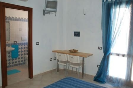 B&B Crisalide Camera Maestrale - La Maddalena - Bed & Breakfast