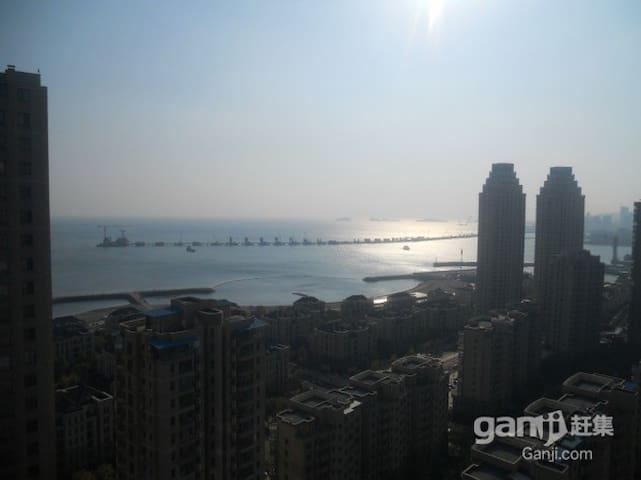 复式海景大床房星海广场附近带阳台的复式海景房 - Dalian - อพาร์ทเมนท์