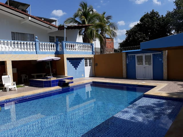 Hermosa Casa piscina privada - Ricaurte C/marca.
