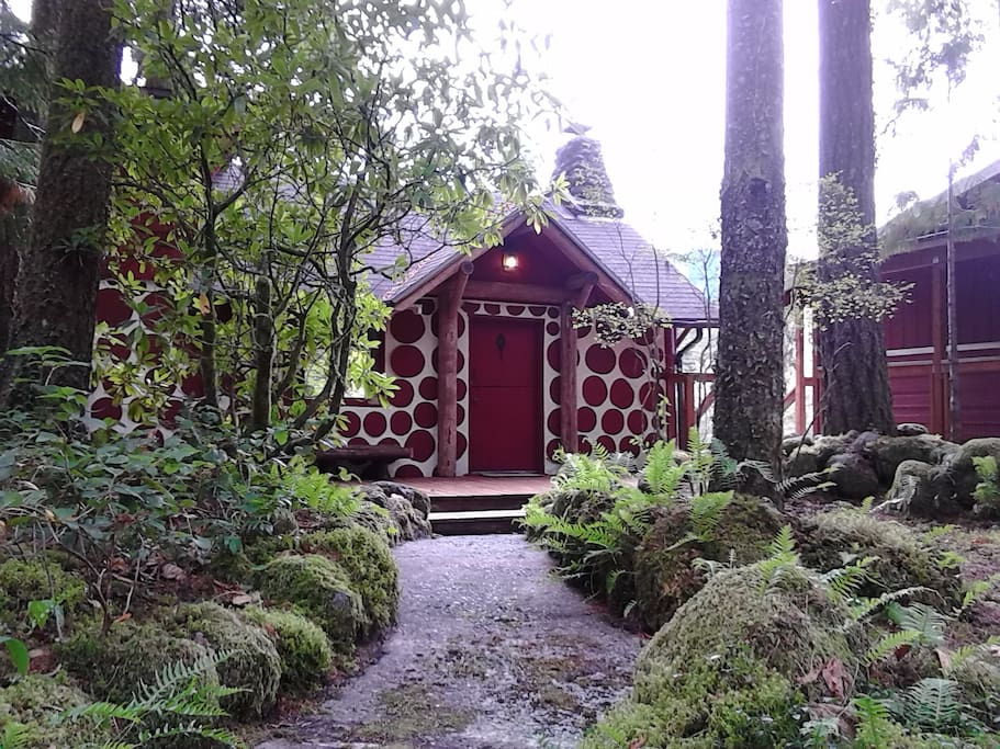 Romantic riverfront 1920s cabin cabins for rent in for Romantic cabins oregon