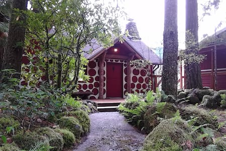 Romantic Riverfront 1920s Cabin - Rhododendron